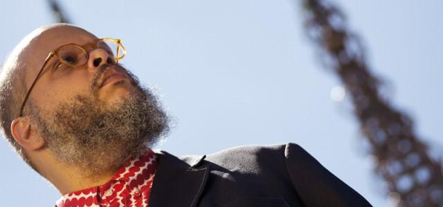 """El multipremiado cantante y compositor brasileño presenta su más reciente trabajo """"Perpetual Gateways""""."""