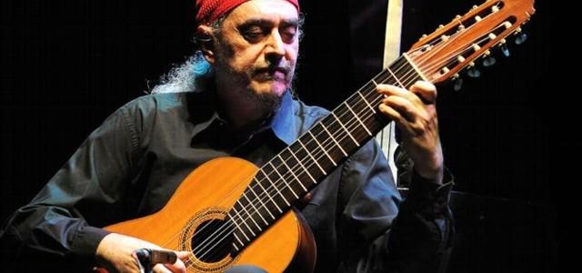 El genial compositor nos presenta un sorprendente repertorio ejecutando guitarras y piano.