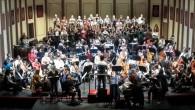 Más de 150 músicos entre instrumentistas y cantantes interpretan un réquiem único en la historia musical.