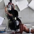 El músico Máximo Endrek y el artista escénico Rodolfo Ossés establecen diálogos entre cuerpo y sonido.