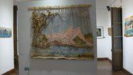 Pinturas y tapices nos llevan a recorrer el camino del agua, ese elemento tan necesario para cualquier forma de vida.