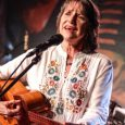 Una de las voces fundamentales de América latina, celebra sus 45 años con la música.