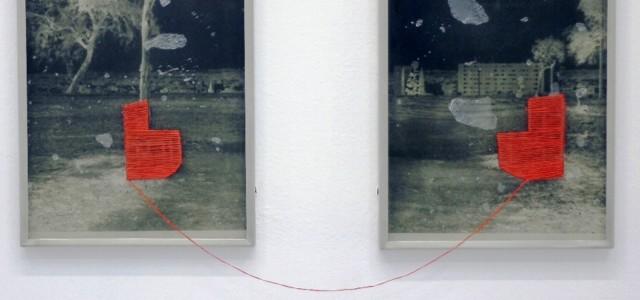 Exposición de arte contemporáneo conformado por fotografías intervenidas y esculturas en metal.