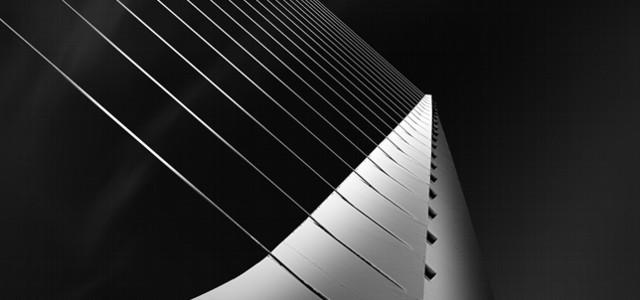 Obras de arquitectura e ingeniería, descontextualizadas en el tiempo y en donde interactúan iluminaciones y sombras.