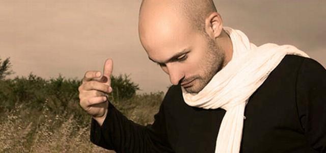El reconocido artista cordobés repasa sus 20 años con la música, junto a músicos invitados.