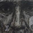 Bajo la curaduría de Alejandro Dávila, 48 artistas exponen y se exponen a las miradas del observador.